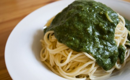 Espaguetis amb beixamel d'espinacs