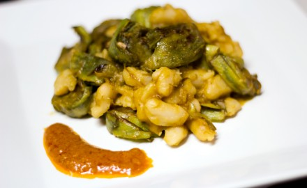 Carxofes i mongetes amb salsa romesco