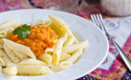 Pasta amb salsa de tomàquet i pastanaga