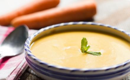 Crema de pastanaga amb curri i llet de coco