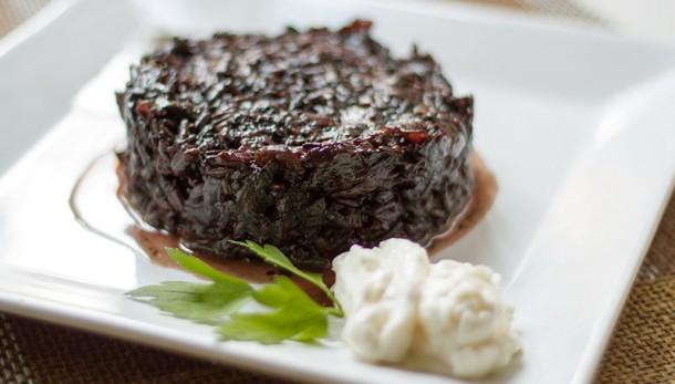 Arròs negre vegà (sense tinta de calamar) amb allioli